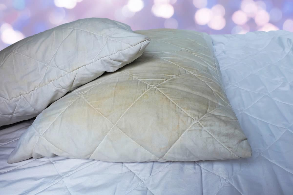 wash and clean yellowed pillows
